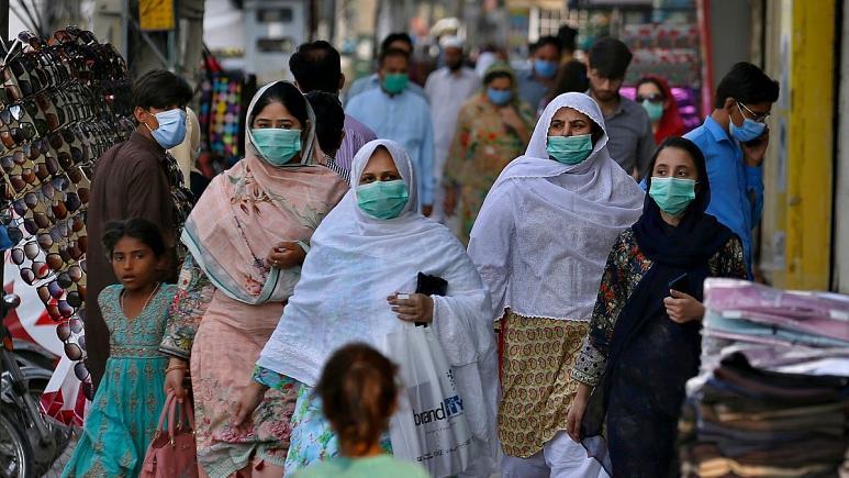 زوج پاکستانی دختربچه پیشخدمت را به خاطر رها کردن طوطی کشتند