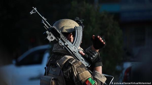 حداقل ۱۴ نیروی امنیتی افغانستان در حملات طالبان در ارزگان کشته شدند