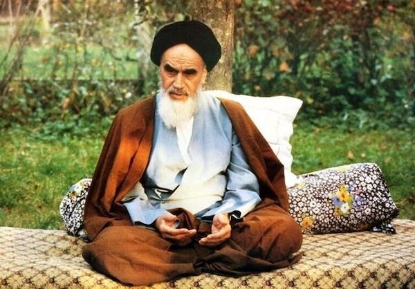 آیینه شعر افغانستان  «شفای درد این ملت خمینی است»